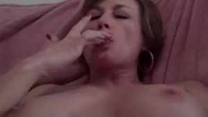Mature darling toying hard